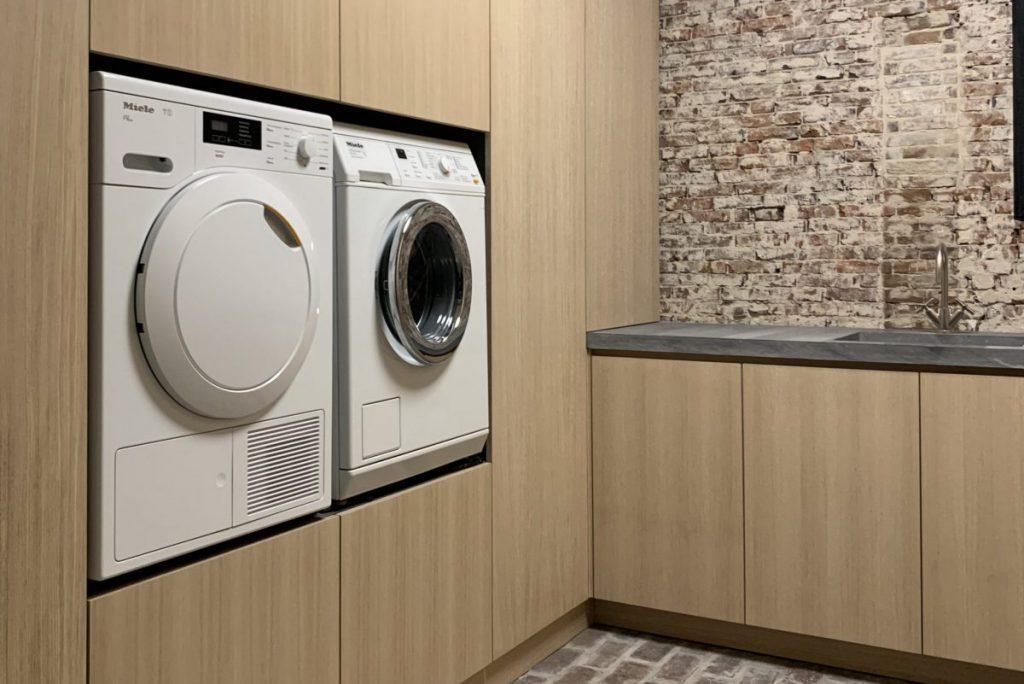 2 Berging Bijkeuken Bergruimte Lades Kasten CV-ombouw Wasmachine Droger Strijkplank Harmelen